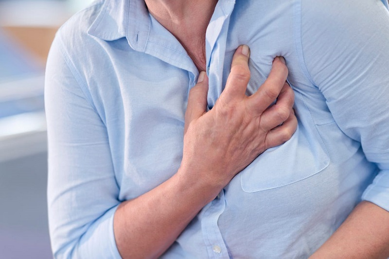 Anxiety chest pain: causes and how to relieve it